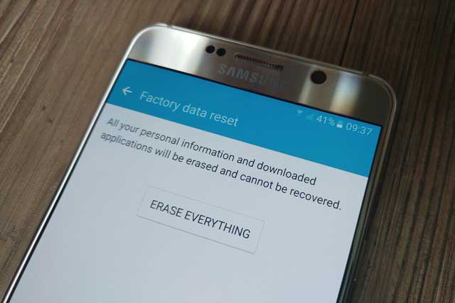 كيف تحذف بياناتك الشخصية من الهاتف نهائياً قبل بيعه