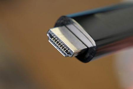 توصيل الكمبيوتر بالتلفزيون باستخدام كبل HDMI